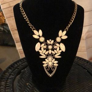 NWOT STEVE MADDEN STATEMENT NECKLACE